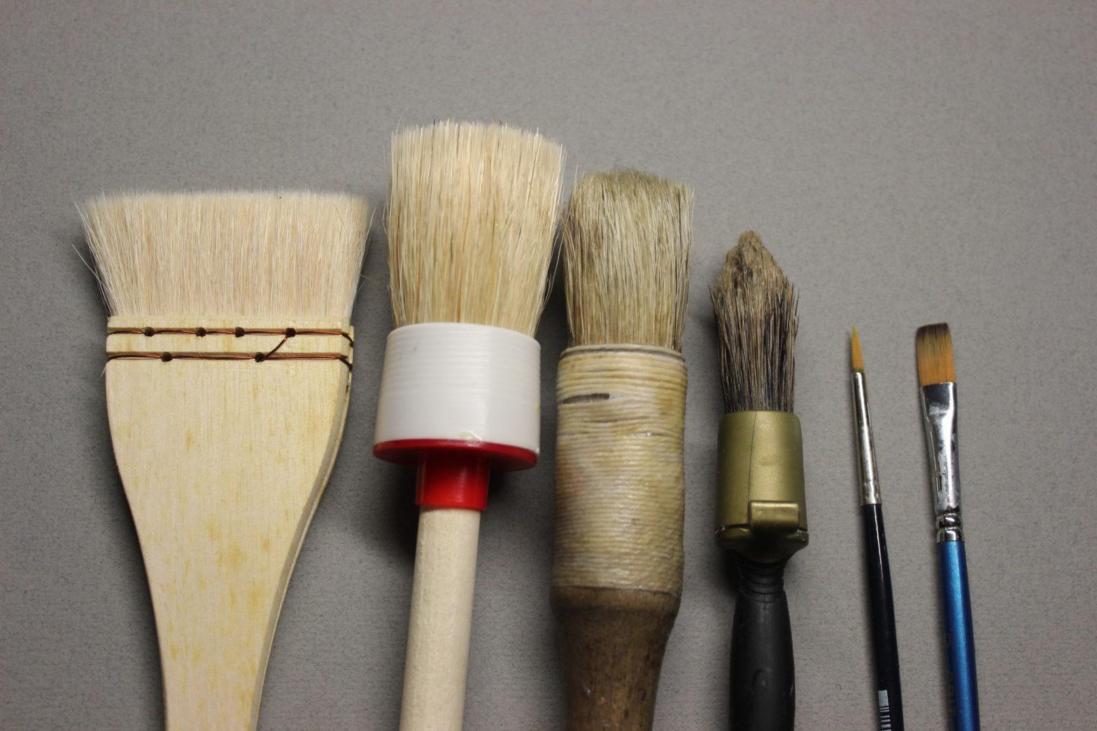 5 tipos de brochas para aplicar pegamento - Lettra